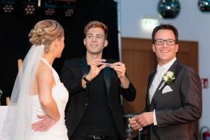 Zauberer mit Brautpaar